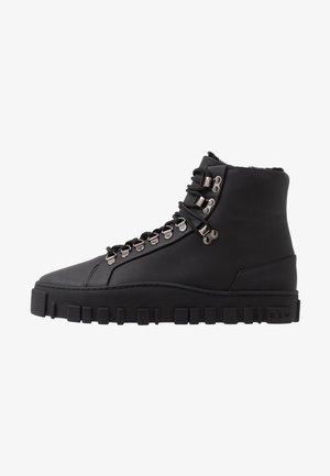 SINSEN SHOE - Šněrovací kotníkové boty - black