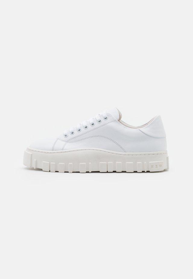 STOVNER SHOE UNISEX - Sneakersy niskie - white