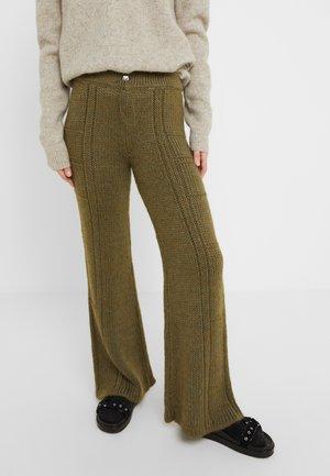 TEAK - Pantalon classique - army