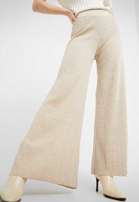Holzweiler - TIME - Pantalon classique - beige - 3