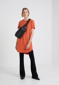 Holzweiler - HAPPY DRESS - Robe d'été - mecca orange - 1