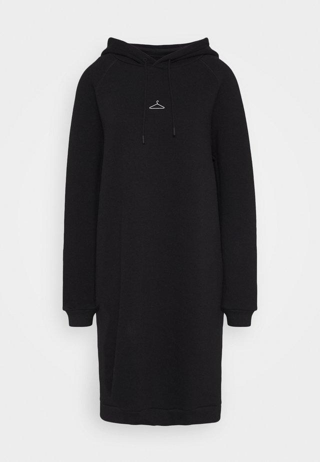 HANG WIDE - Denní šaty - black