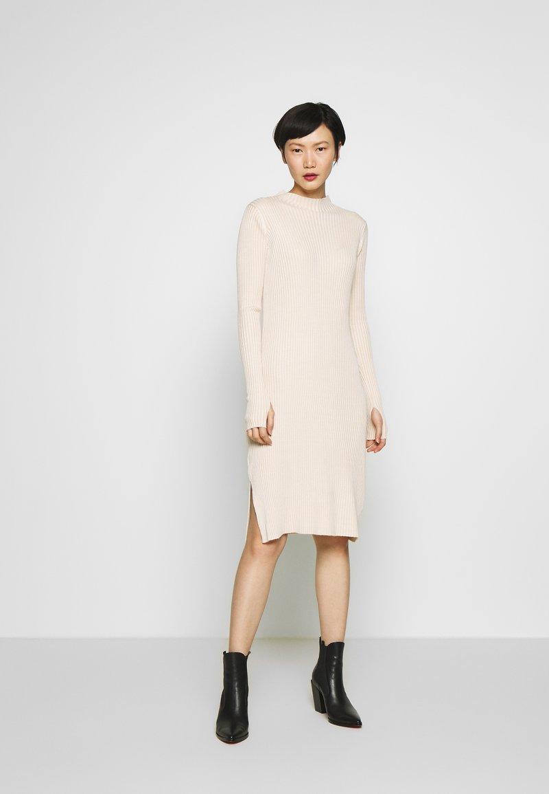 Holzweiler - NOR DRESS - Strikket kjole - ecru