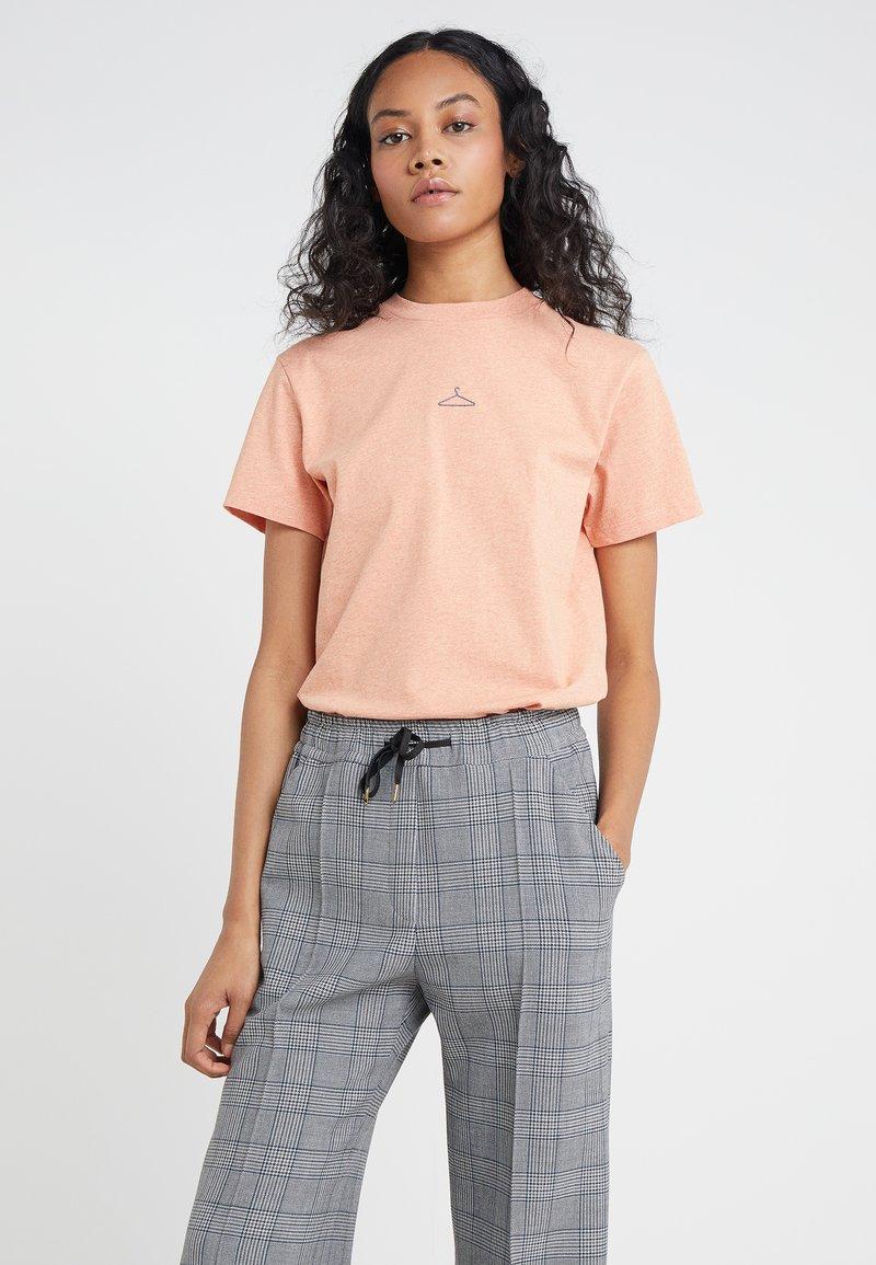 Holzweiler - SUZANA - T-Shirt basic - peach melange