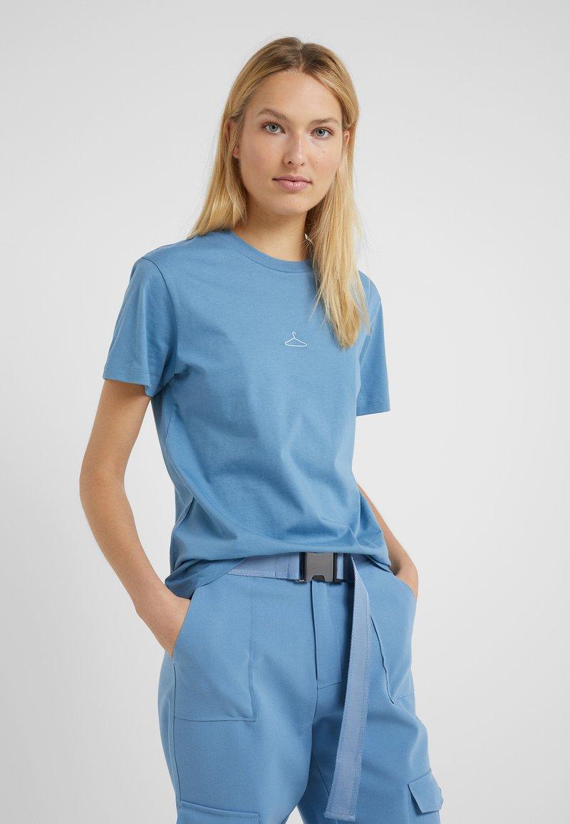 Holzweiler - SUZANA TEE - T-Shirt basic - blue