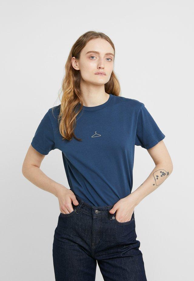 SUZANA TEE - T-Shirt basic - washed blue
