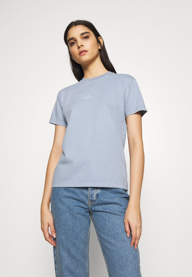 SUZANA TEE - T-shirts - vintage light blue