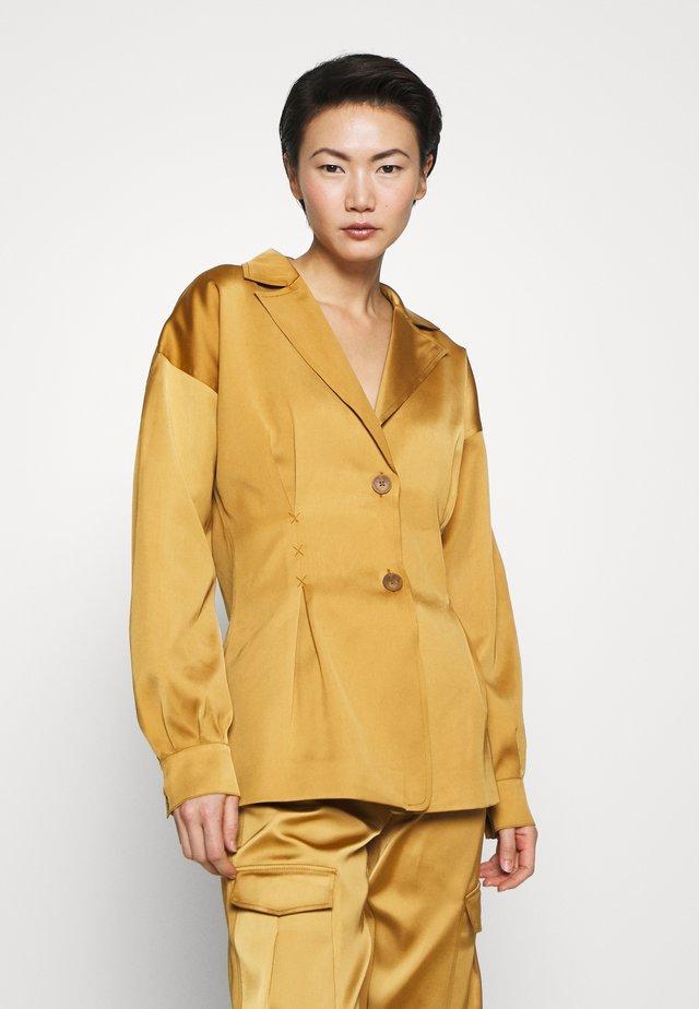 RIOT - Krátký kabát - gold