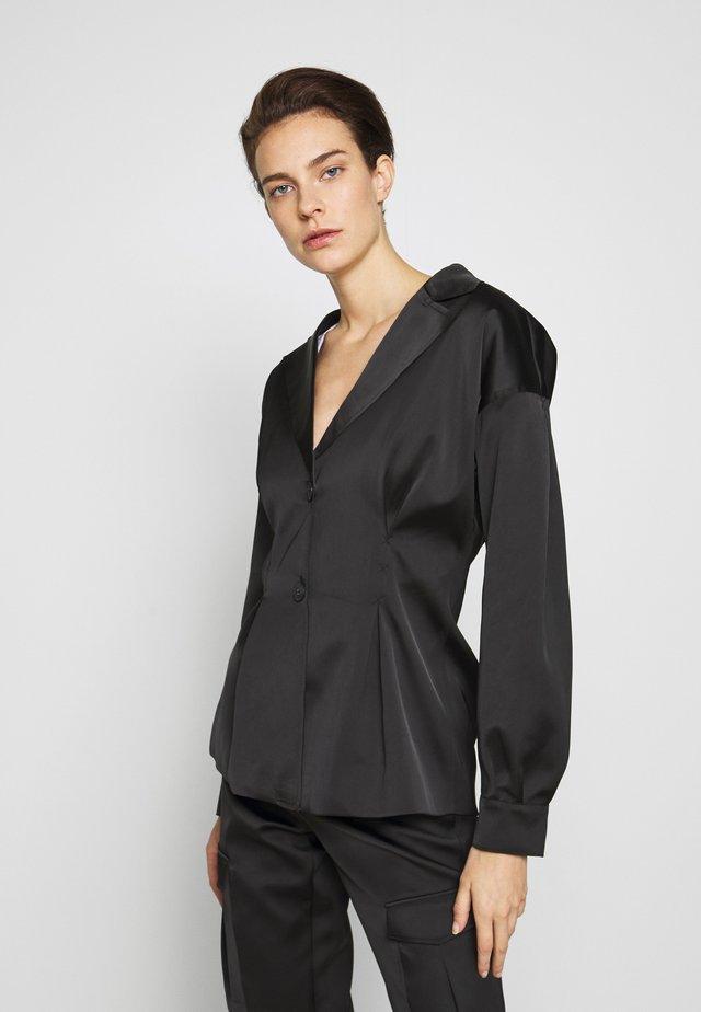 RIOT - Krátký kabát - black