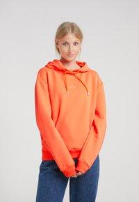 Holzweiler - HANG ON  - Hoodie - orange - 0