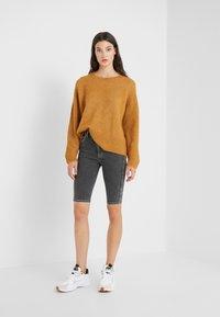 Holzweiler - SELA SHORTS - Shorts - black - 1