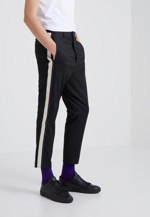 HERMAN - Pantalones - black