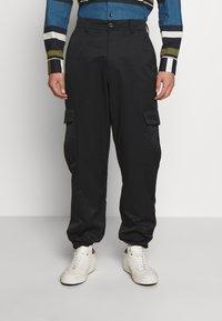 Holzweiler - PIMP TROUSER - Cargo trousers - black - 0