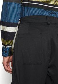 Holzweiler - PIMP TROUSER - Cargo trousers - black - 4