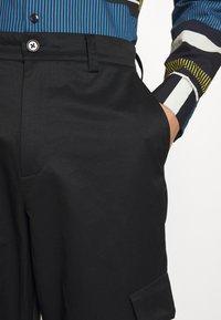Holzweiler - PIMP TROUSER - Cargo trousers - black - 7