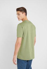 Holzweiler - HANGER TEE - T-shirts - green - 2