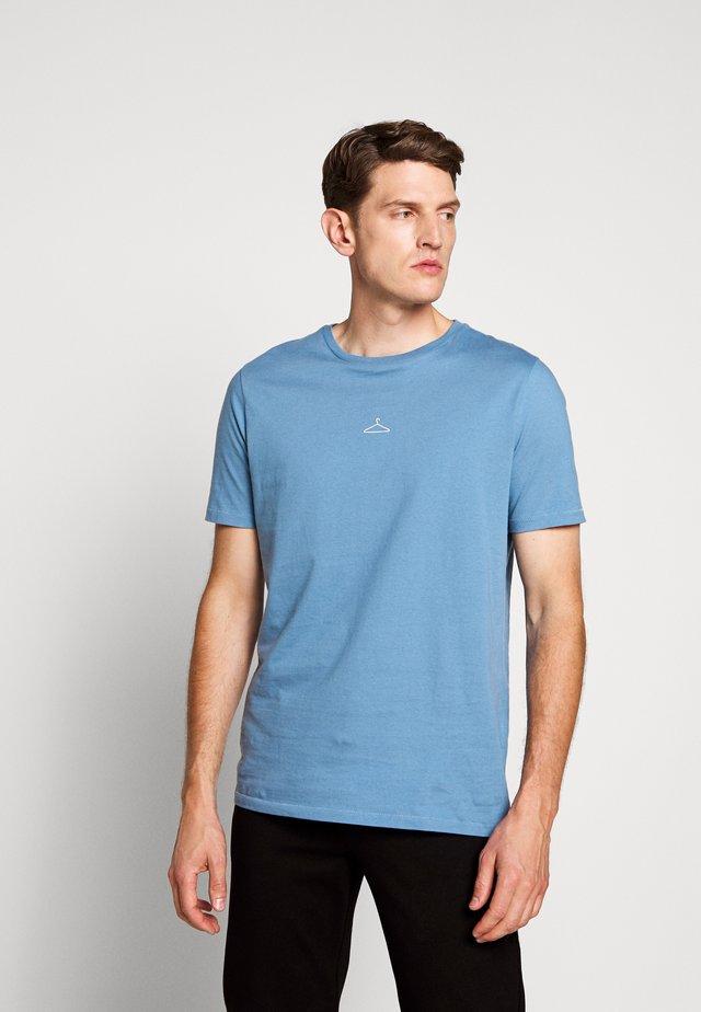 HANGER TEE - T-shirt - bas - light blue