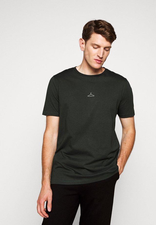 HANGER TEE - T-shirt - bas - army