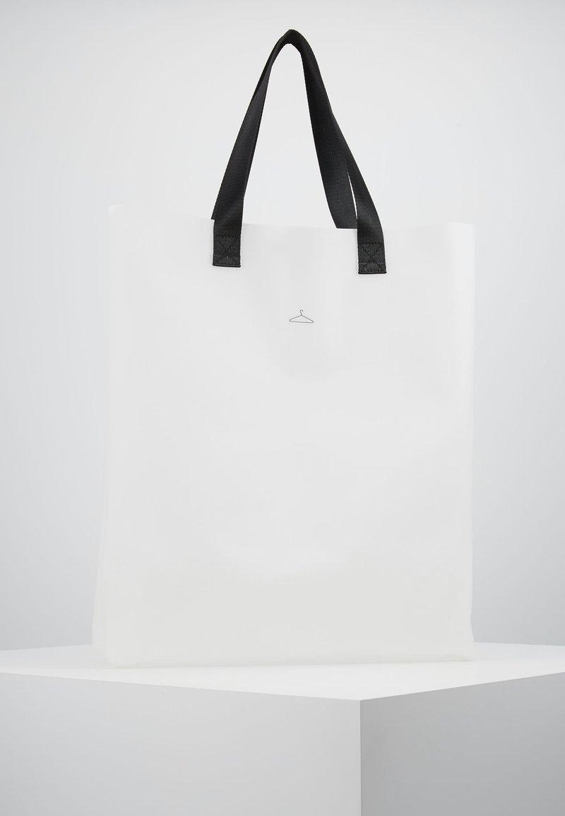 Holzweiler - HANGER TOTE BIG - Shopping bag - seethrough