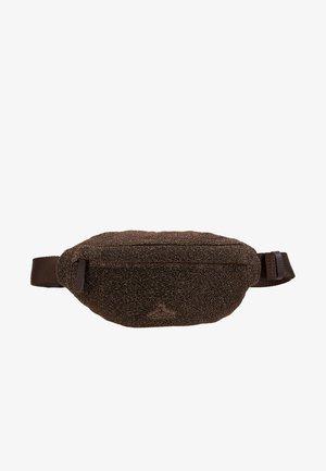SPARROW BAG - Taška spříčným popruhem - cobber