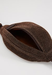 Holzweiler - SPARROW BAG - Across body bag - cobber - 4