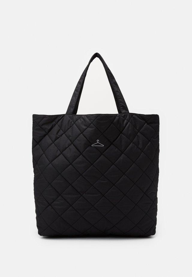HANGER TOTE BIG - Shoppingveske - black