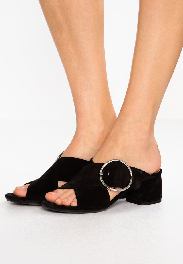 BASS - Pantolette hoch - black