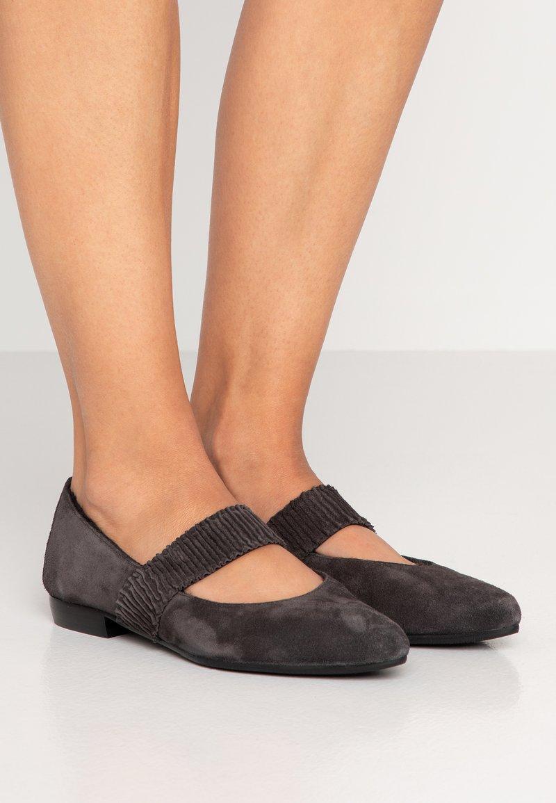 Homers - MAISON - Ankle strap ballet pumps - asphalto