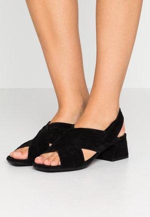 Sandály - crosta