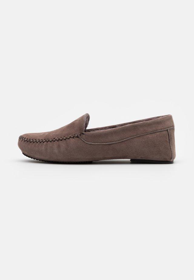 Slippers - tortora
