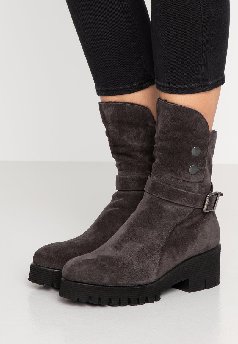 Homers - KELLY - Platform boots - asphalt