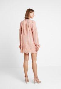 We are HAH - QUEEN A DAY DRESS - Robe de soirée - copper/rose - 3