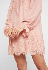 We are HAH - QUEEN A DAY DRESS - Robe de soirée - copper/rose - 7