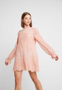 We are HAH - QUEEN A DAY DRESS - Robe de soirée - copper/rose - 4