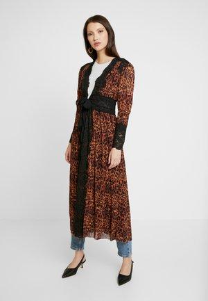 DUST HER DRESS - Tunn jacka - brown