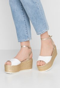 Hot Soles - High heeled sandals - white - 0