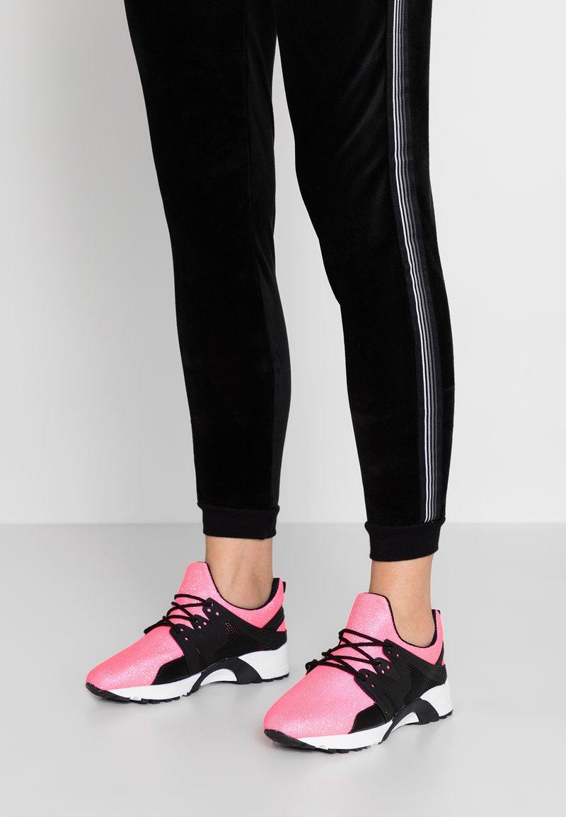 Hot Soles - Sneakers - pink neon