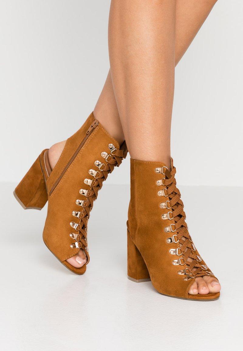 Hot Soles - High Heel Sandalette - tan