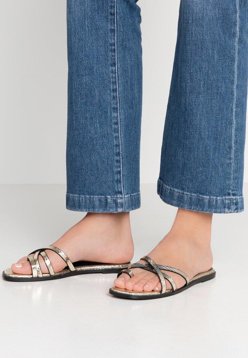 Hot Soles - Sandály s odděleným palcem - gold