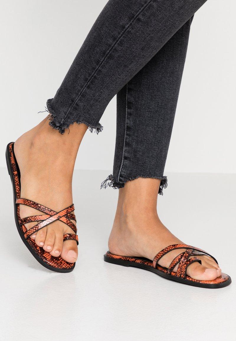 Hot Soles - Sandály s odděleným palcem - orange