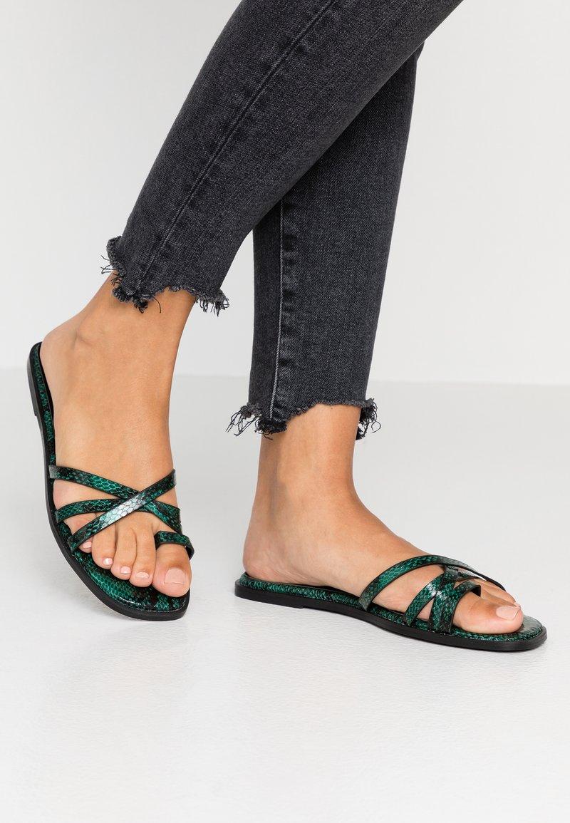Hot Soles - Sandály s odděleným palcem - green