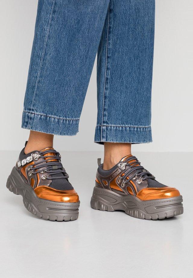 Sneaker low - orange/grey