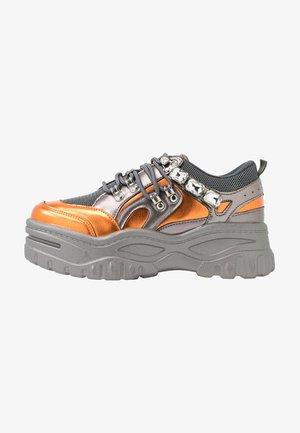 Matalavartiset tennarit - orange/grey