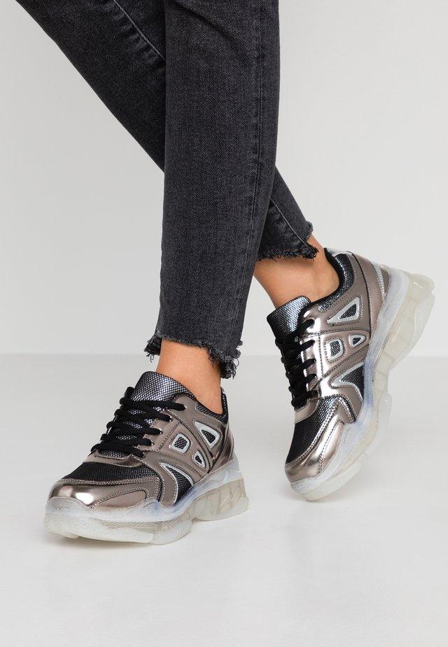 Sneakers - pewter
