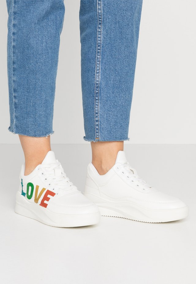 Sneakers laag - white/rainbow