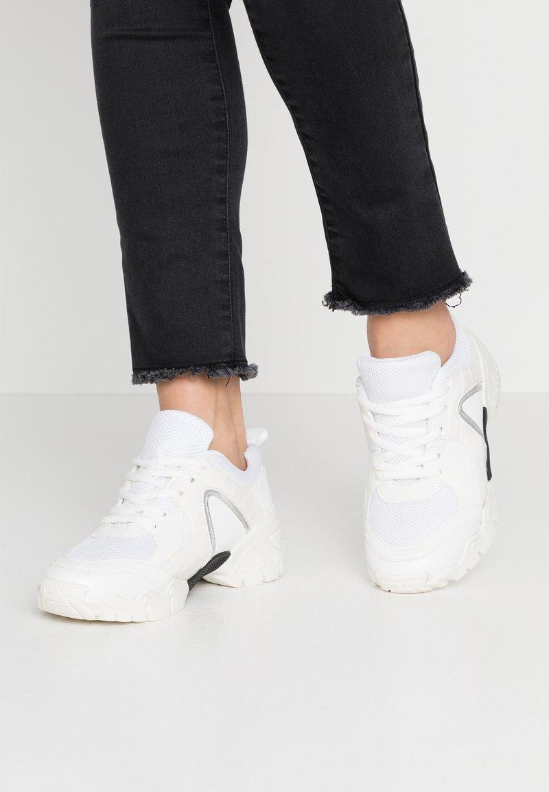 Hot Soles - Sneakersy niskie - white
