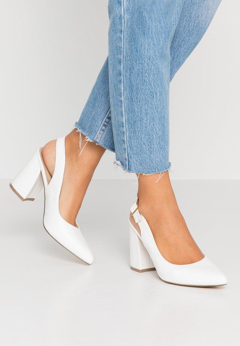 Hot Soles - High Heel Pumps - white