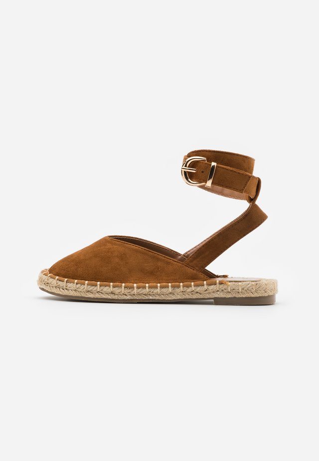 Loafers - tan