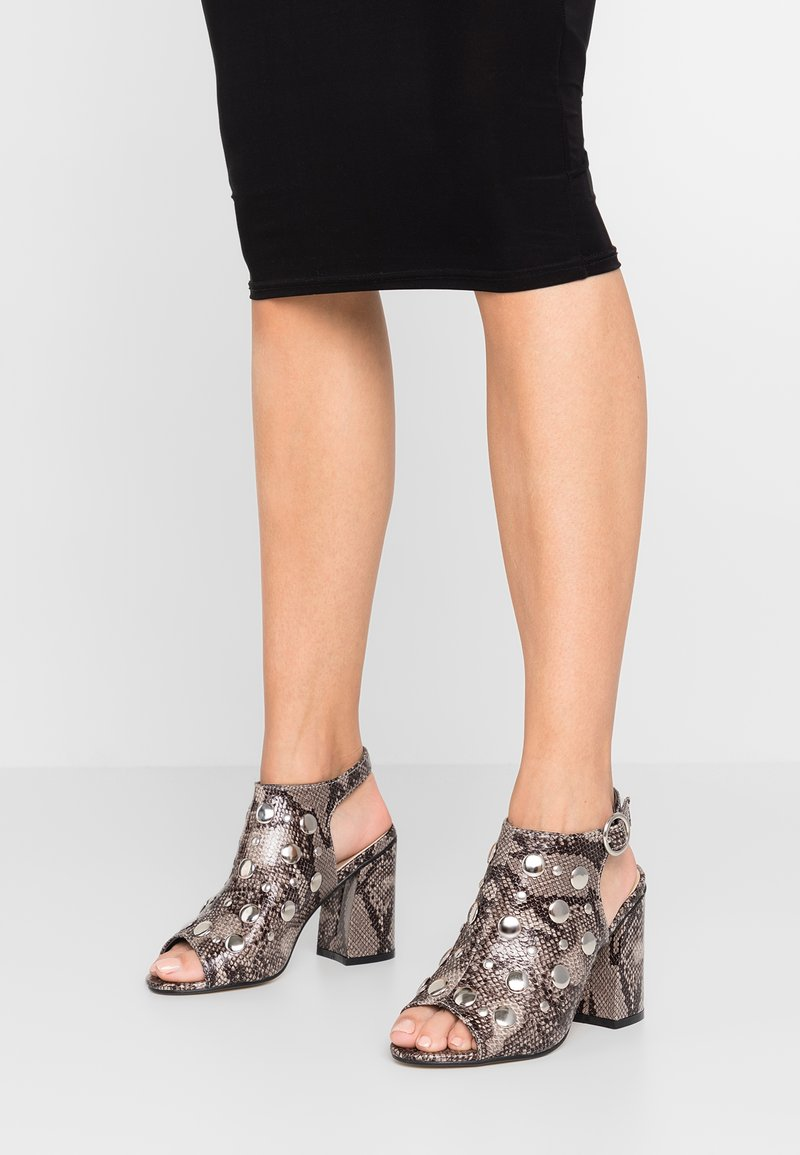 Hot Soles - High heeled sandals - beige