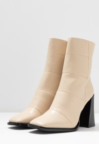 Hot Soles - High heeled ankle boots - cream - 4